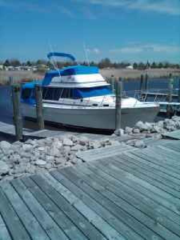 1985 - Bayliner Boats - 3270 Explorer DIESEL in Lake Mi, MI