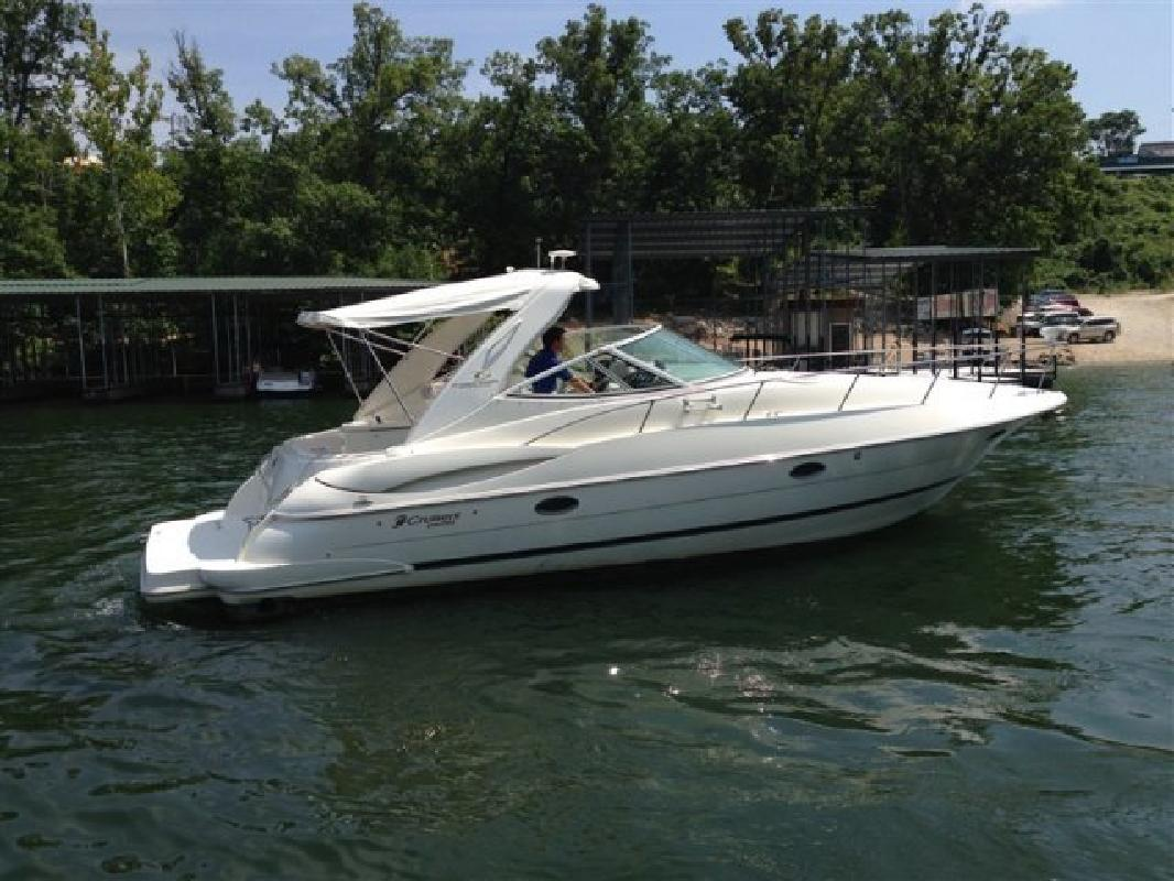 2004 - Cruisers Yachts - 340 Express V-Drive in Lake Ozark, MO