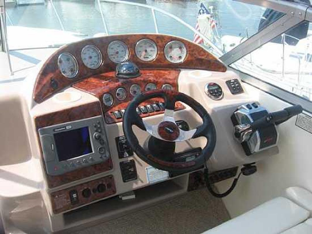 2006 32' Rinker 320 Express with Bow Thrusters