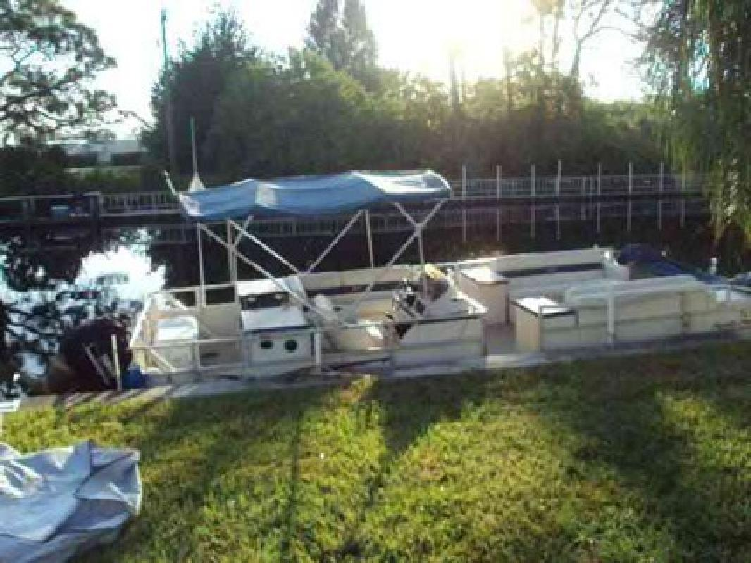 $16,950 2001 Crest Family Fisher