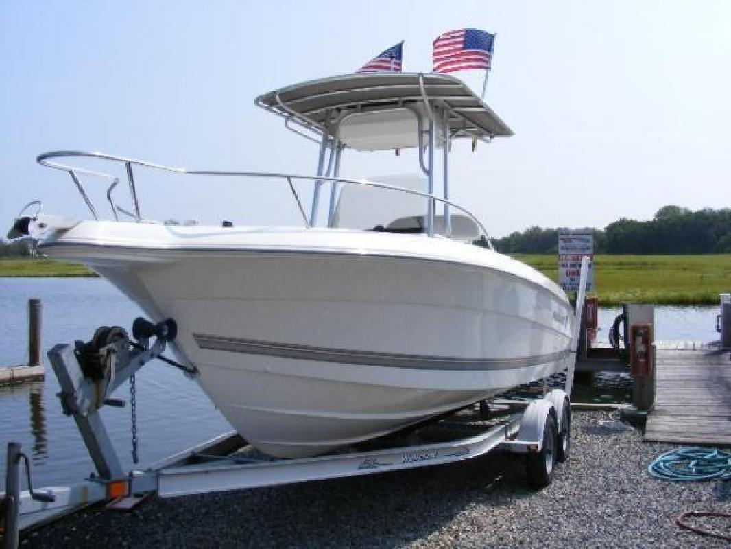 2004 21' Wellcraft 210 Fisherman Center Console