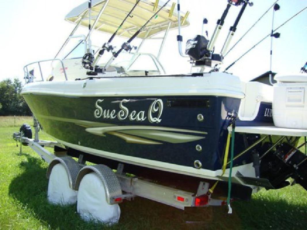 $5,400 2004 Caravelle sport fishing boat