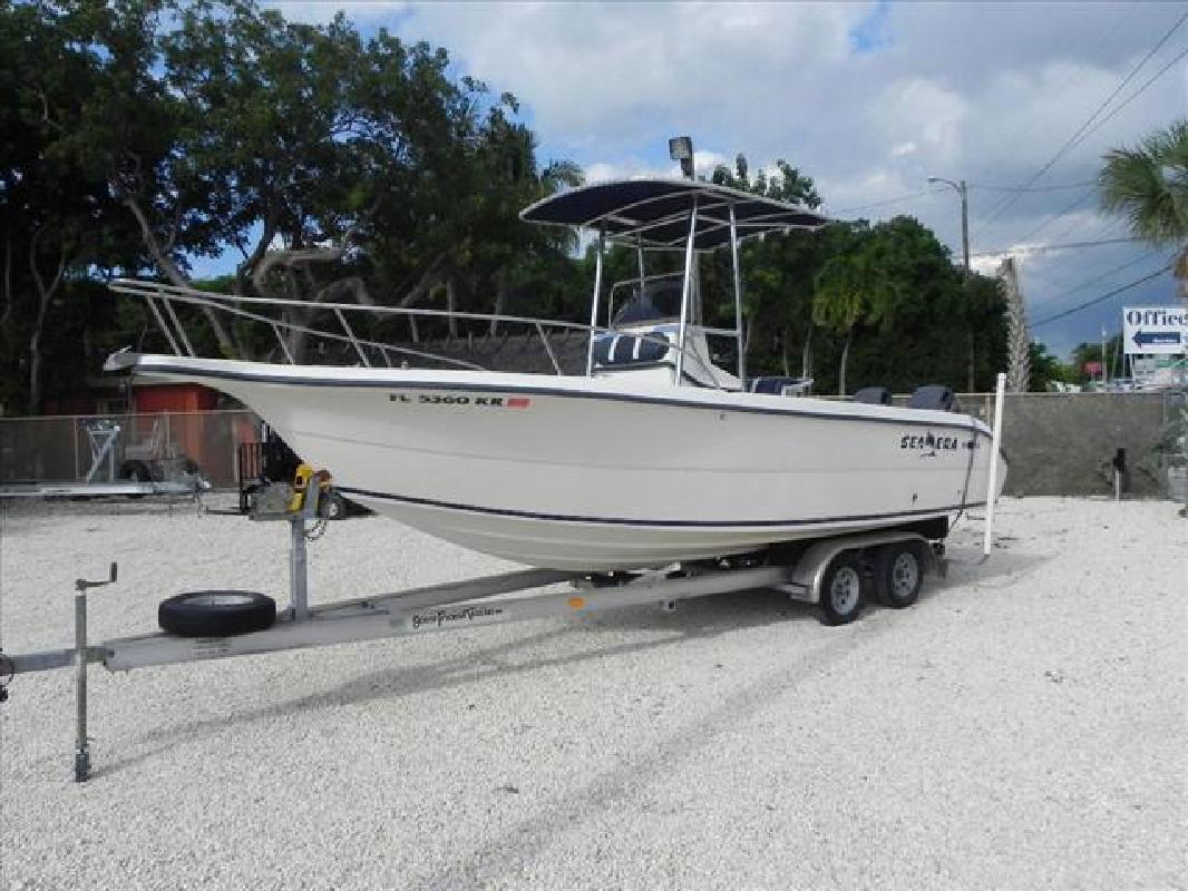 1999 23' Sea Era fishing boat 230 center