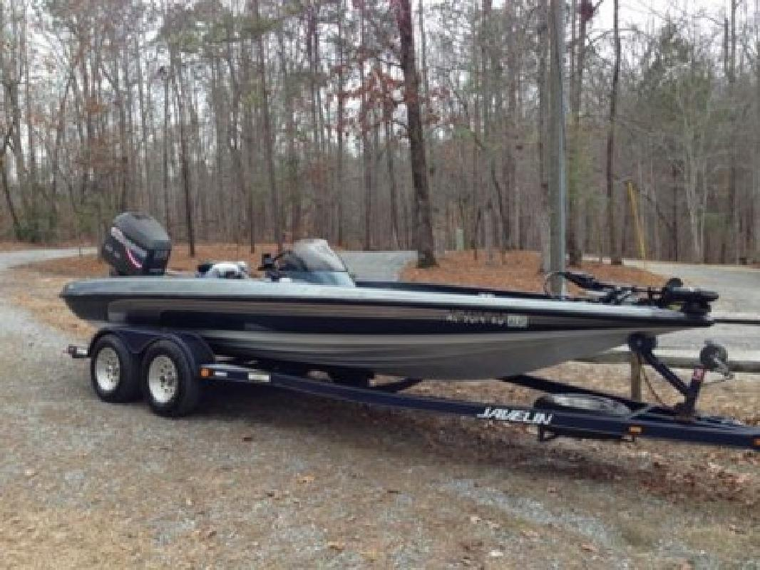 $2,250 1999 Javelin Bass Boat - 20 ft with 225HP Johnson Outboard