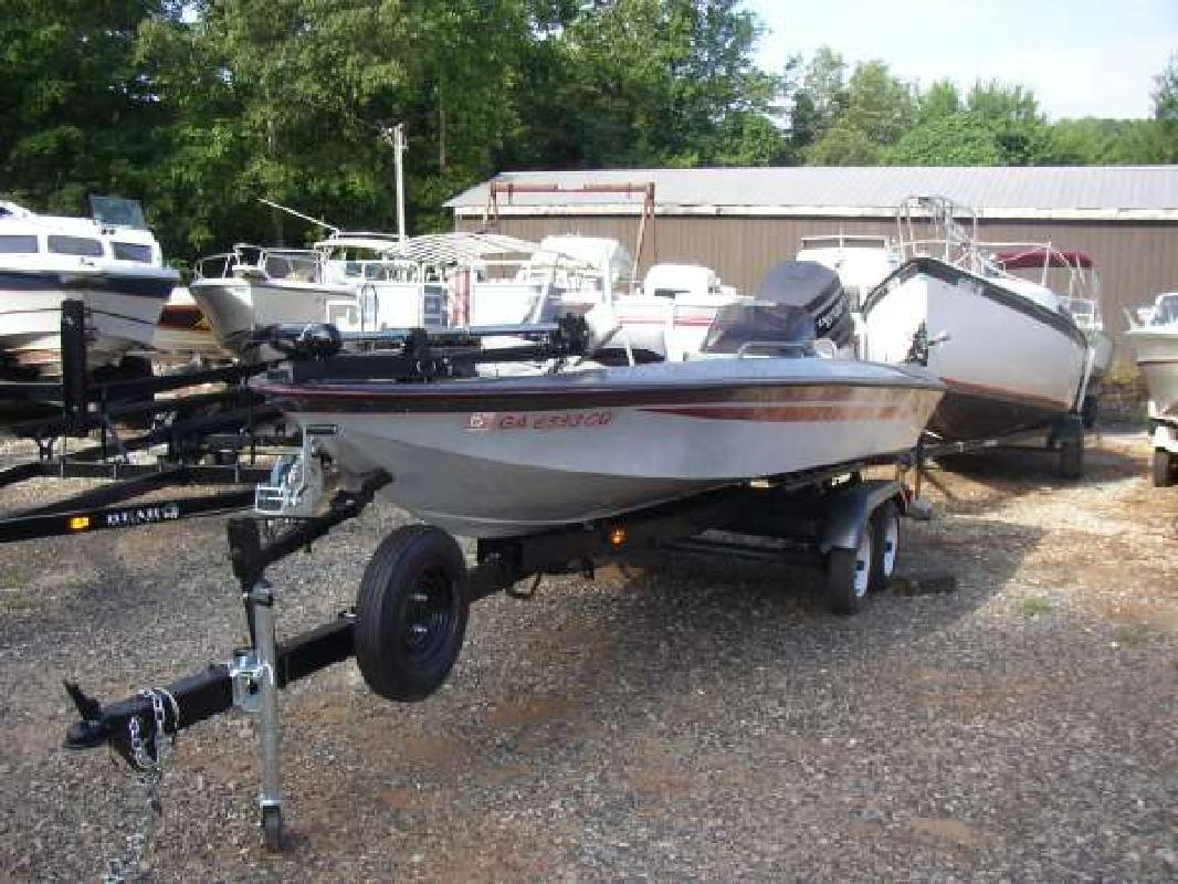 1989 17 39 tracker marine group bass tracker for sale in for Bass fishing yard sale