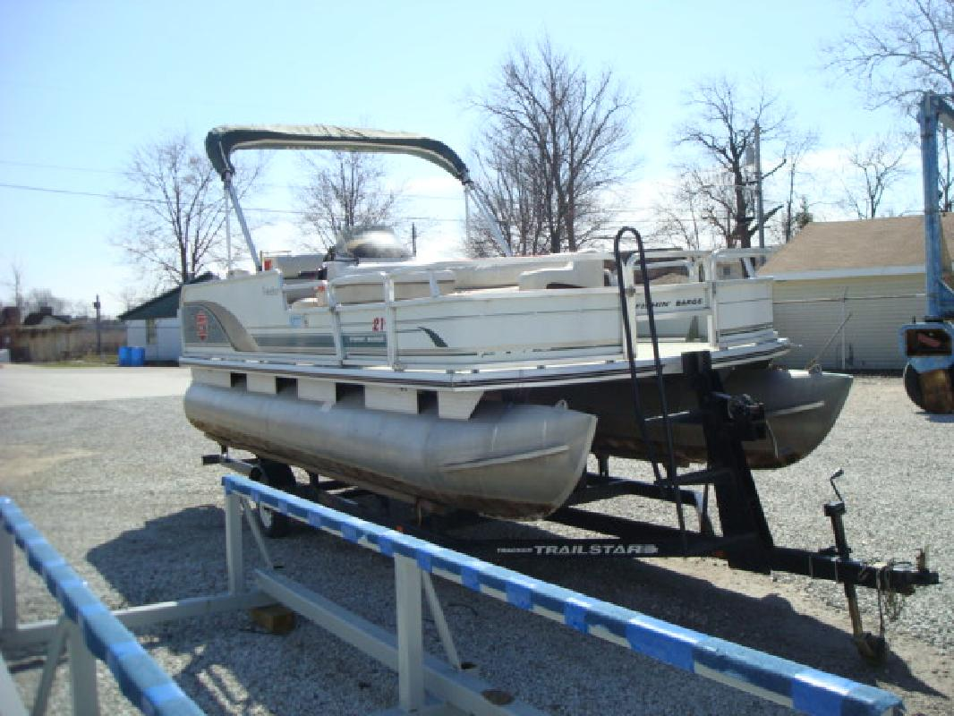 2002 21' Tracker Marine Group Fishin' Barge 21