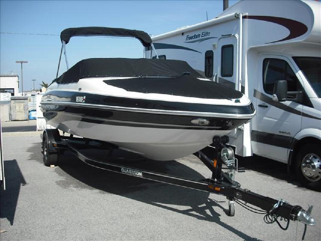 2008 20' Glastron Boats GX Bowrider 205