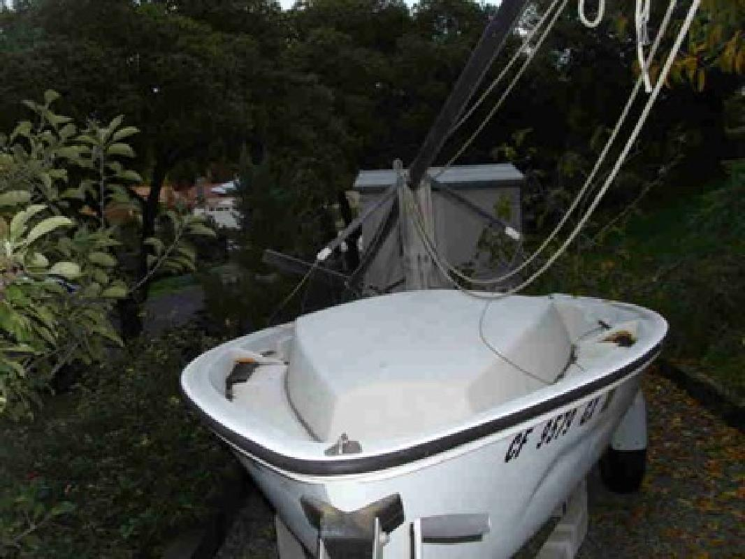 $1,000 Boston Whaler 1980 5.2 Harpoon Sailboat (Fallbrook)