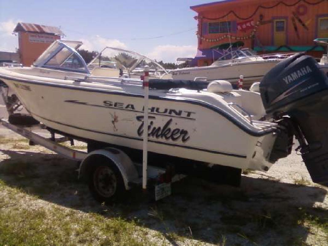 2004 18' Sea Hunt Escape 186 in Venice, Florida