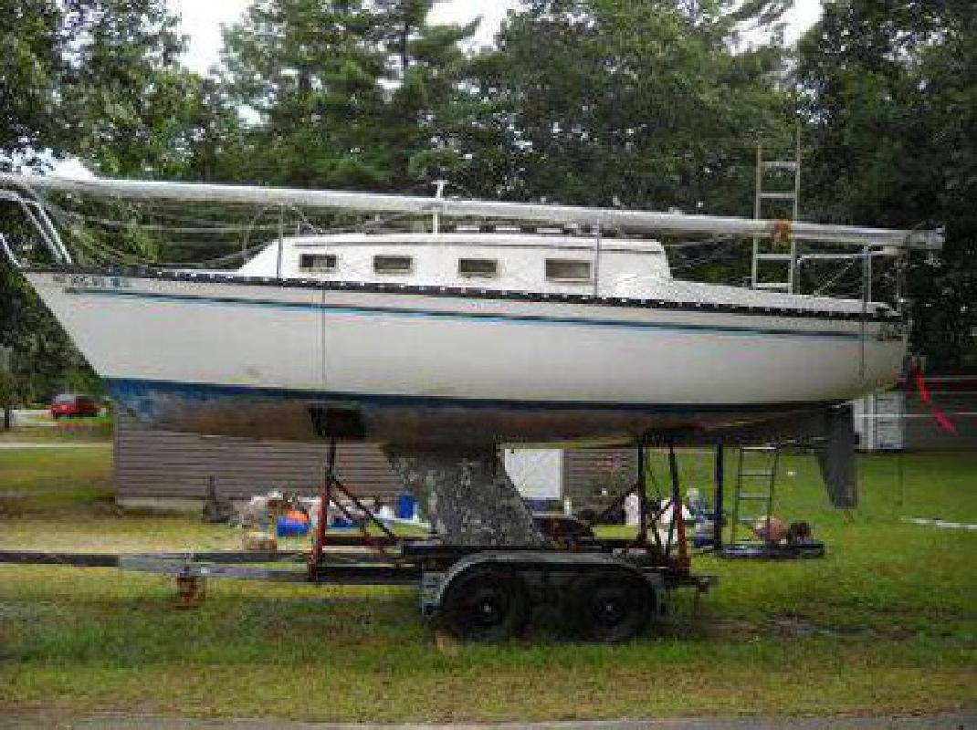 $4,000 1982 25 Hunter Sailboat