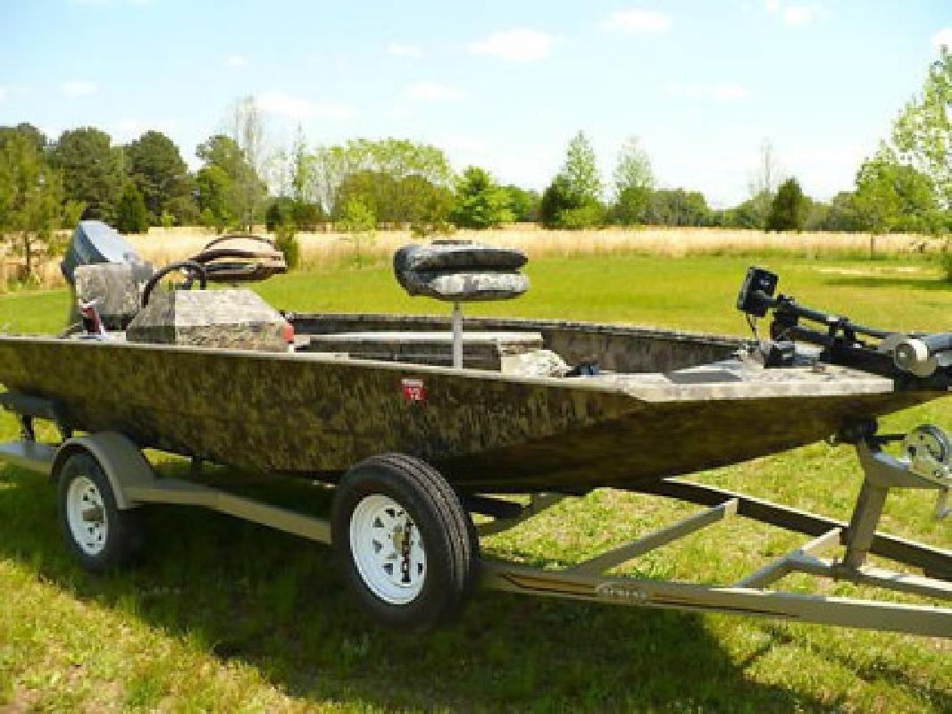 $2,195 2002 Xpress 1650 Hj Camo Hunting and Fishing Boat