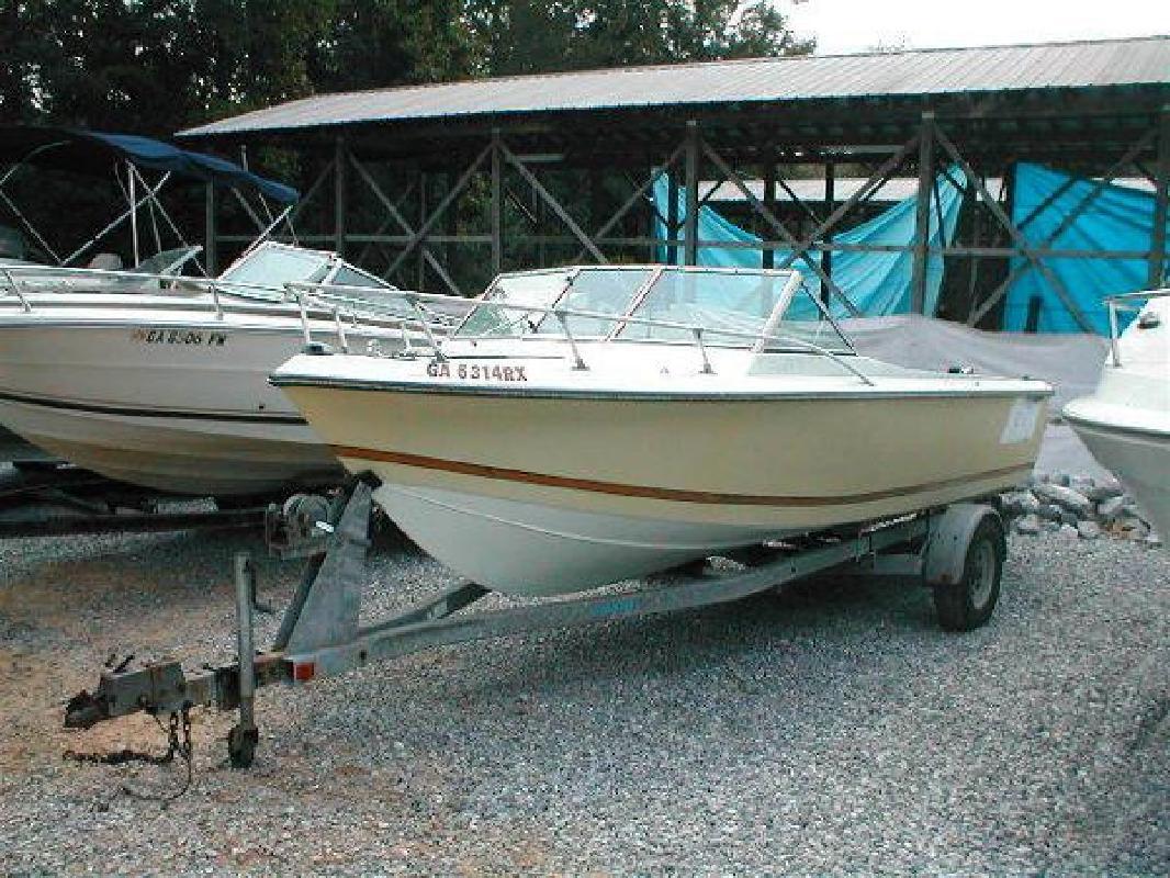 1981 21' Cobia Boats Condor II Runabout Mercruiser 470