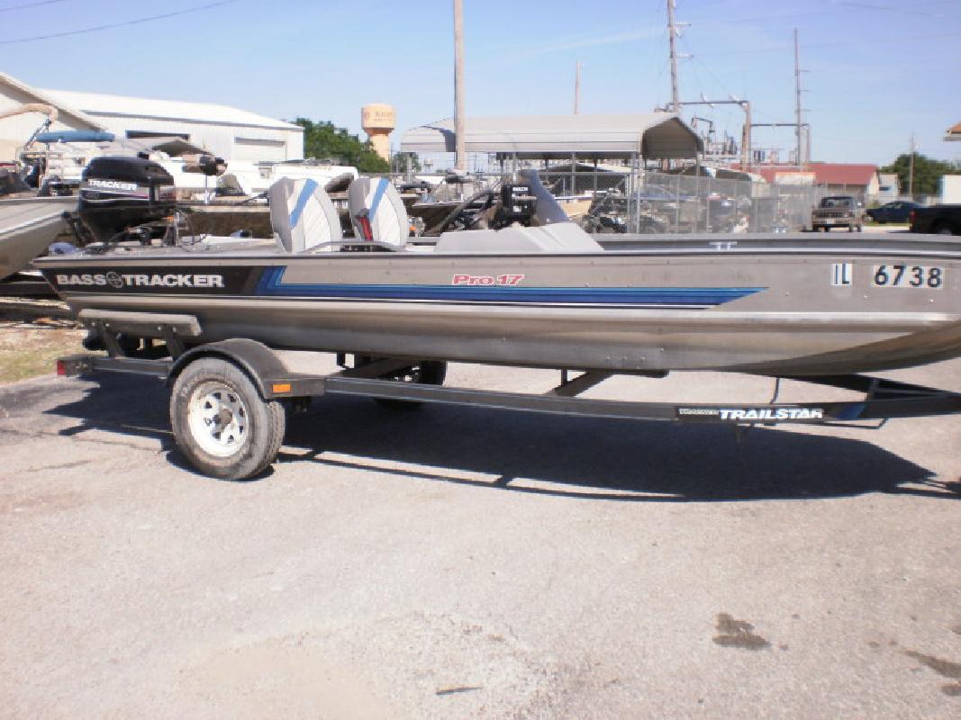Bass Tracker Pro 17 in Beardstown, IL