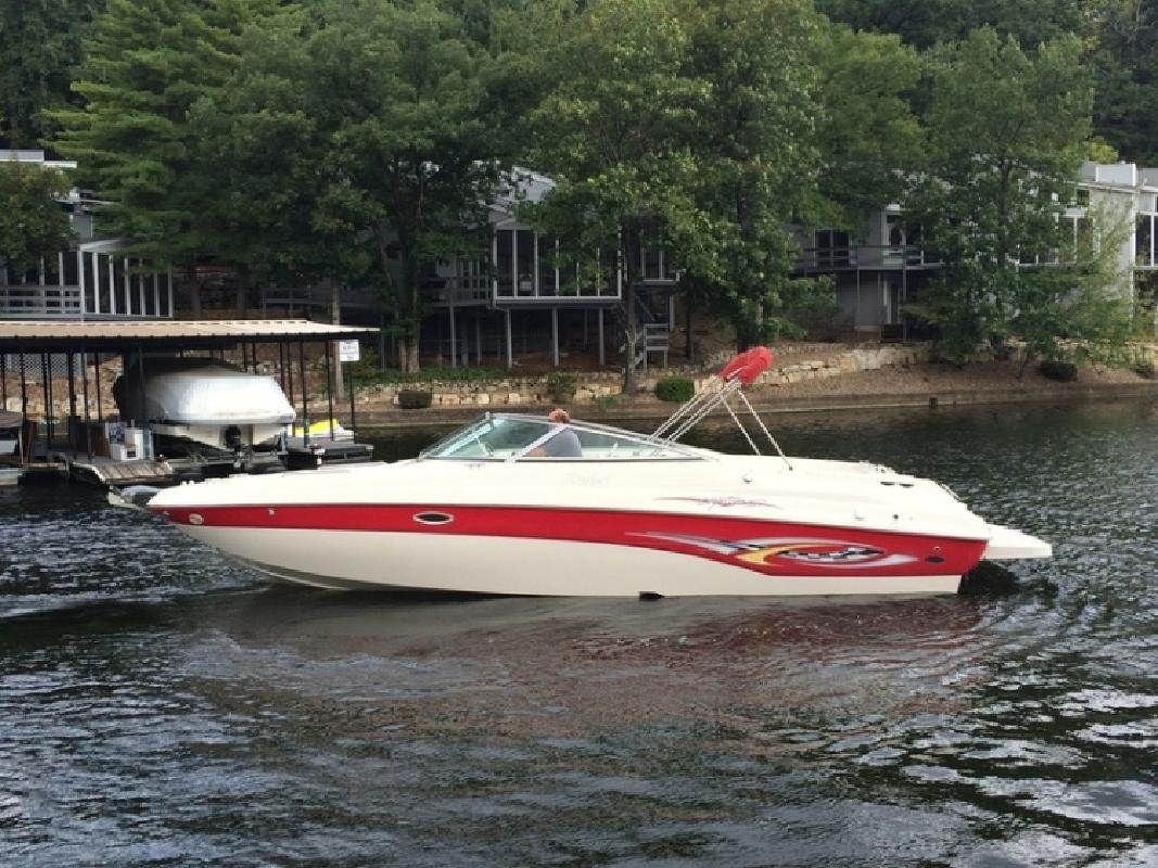 2003 Rinker 282 Captiva Bowrider in Lake Ozark, MO