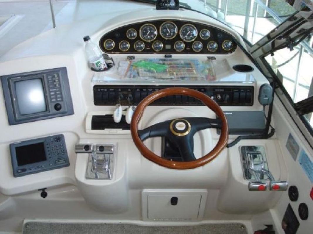 2001 Cruisers Yachts 4270 Express in Lake Ozark, MO