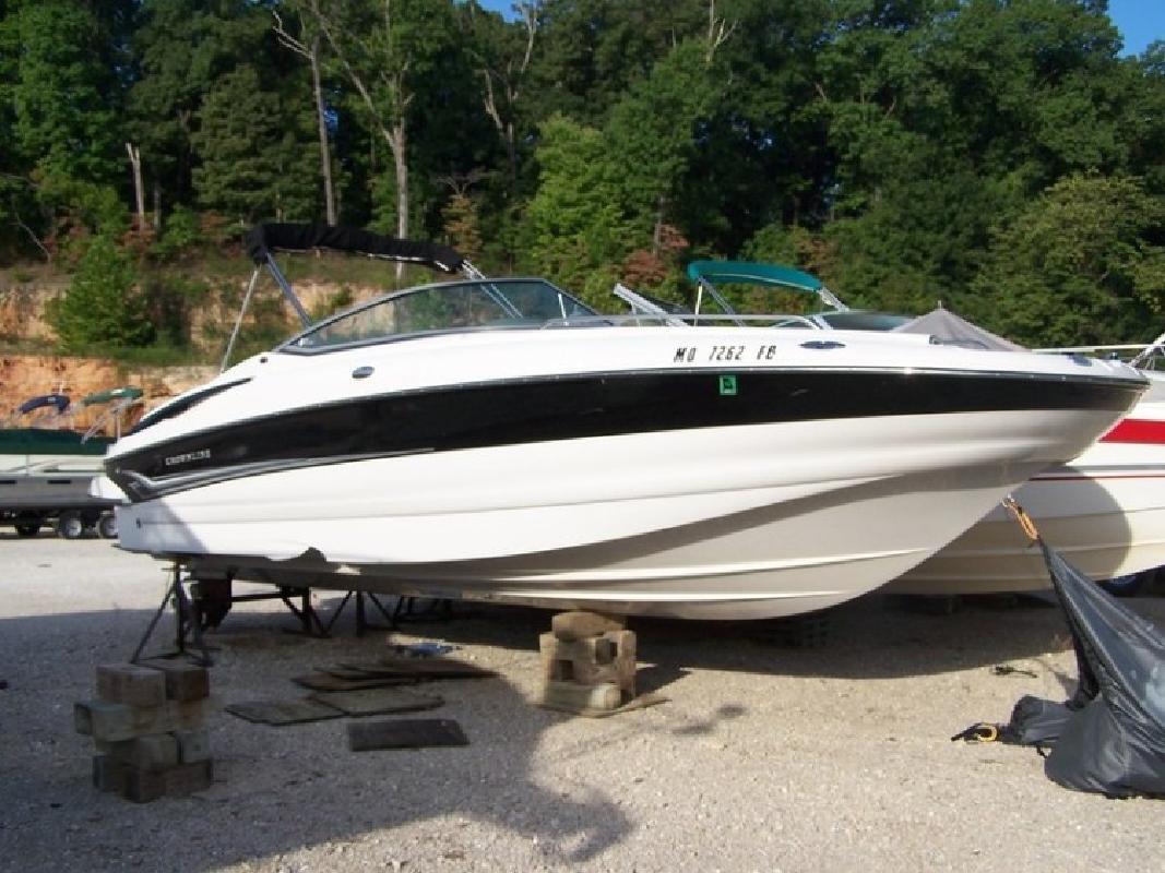 2004 Crownline 260 EX Deckboat in Lake Ozark, MO