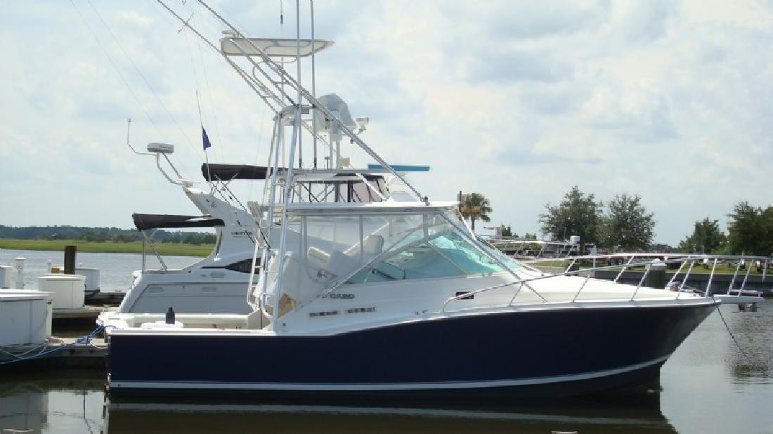 1996 31' Cabo Yachts, Inc. 31 Express S/F