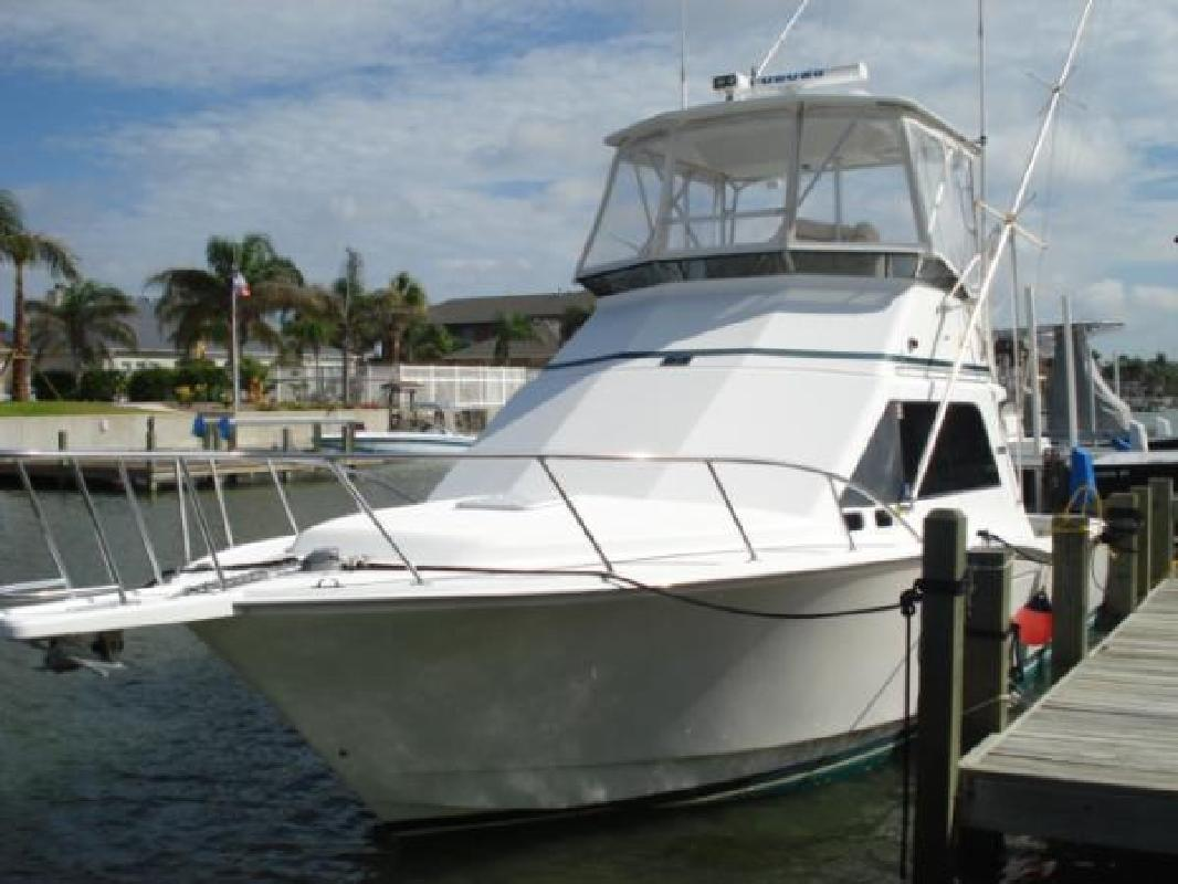 2000 35' Cabo Yachts, Inc. 35 Flybridge Sportfisher