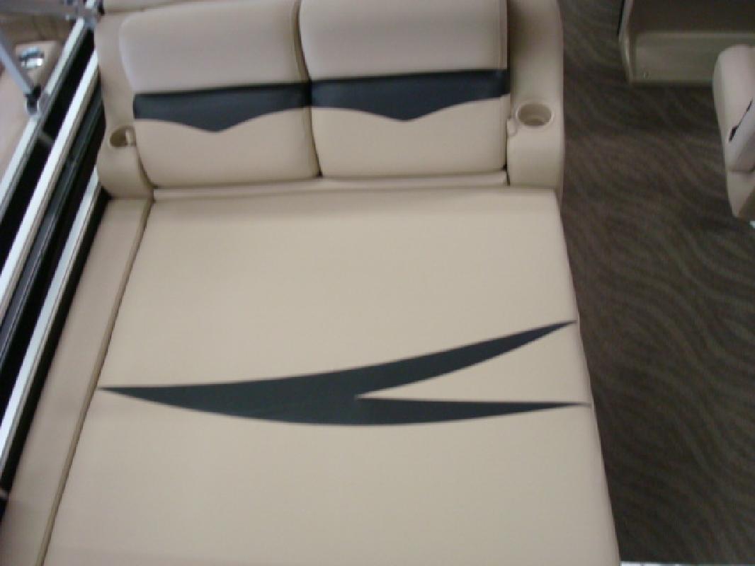 2011 22' Harris - Kayot Inc Cruiser CX 220
