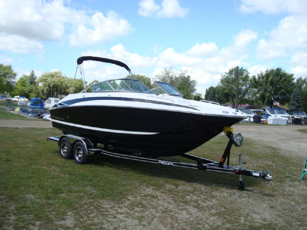 2011 22' Regal Marine Industries Inc Deck Boat 2220