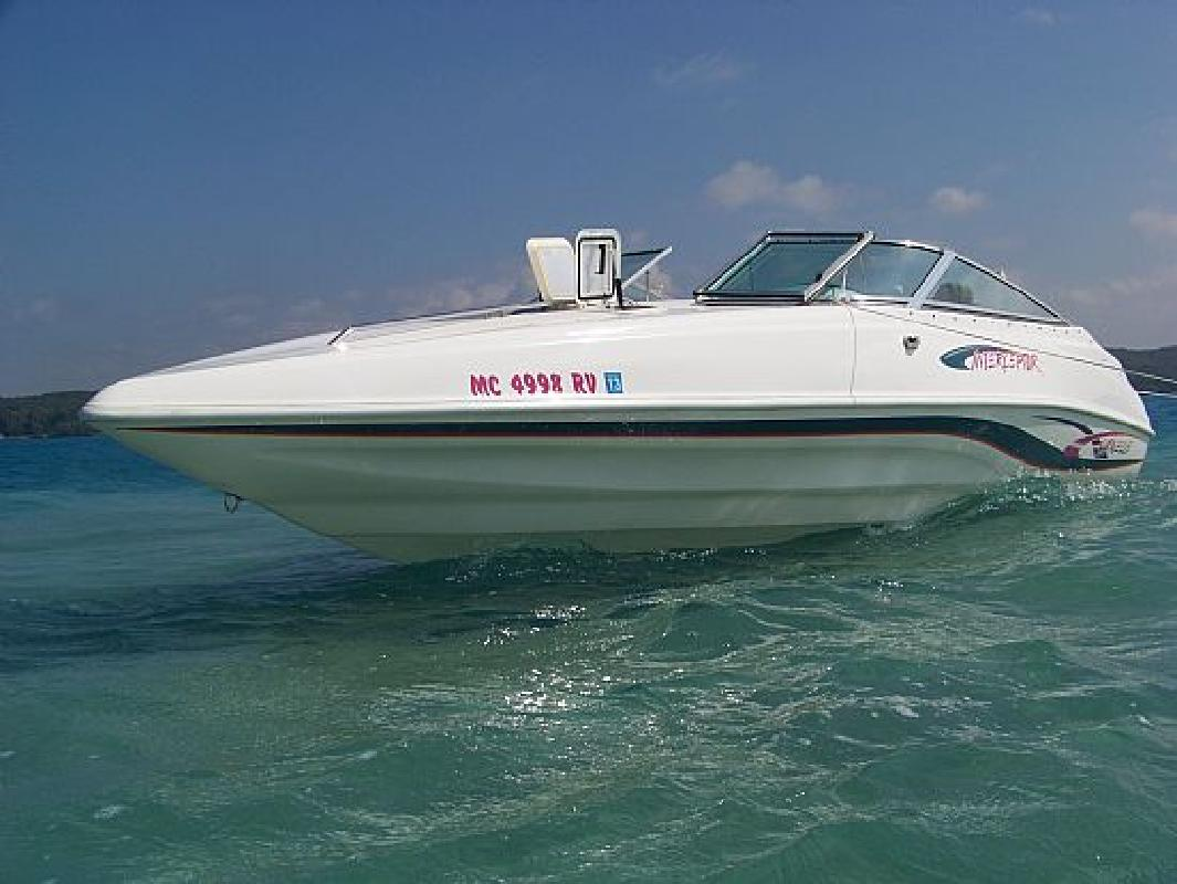 1999 23' Caravelle Marine Inc Interceptor 232 SC