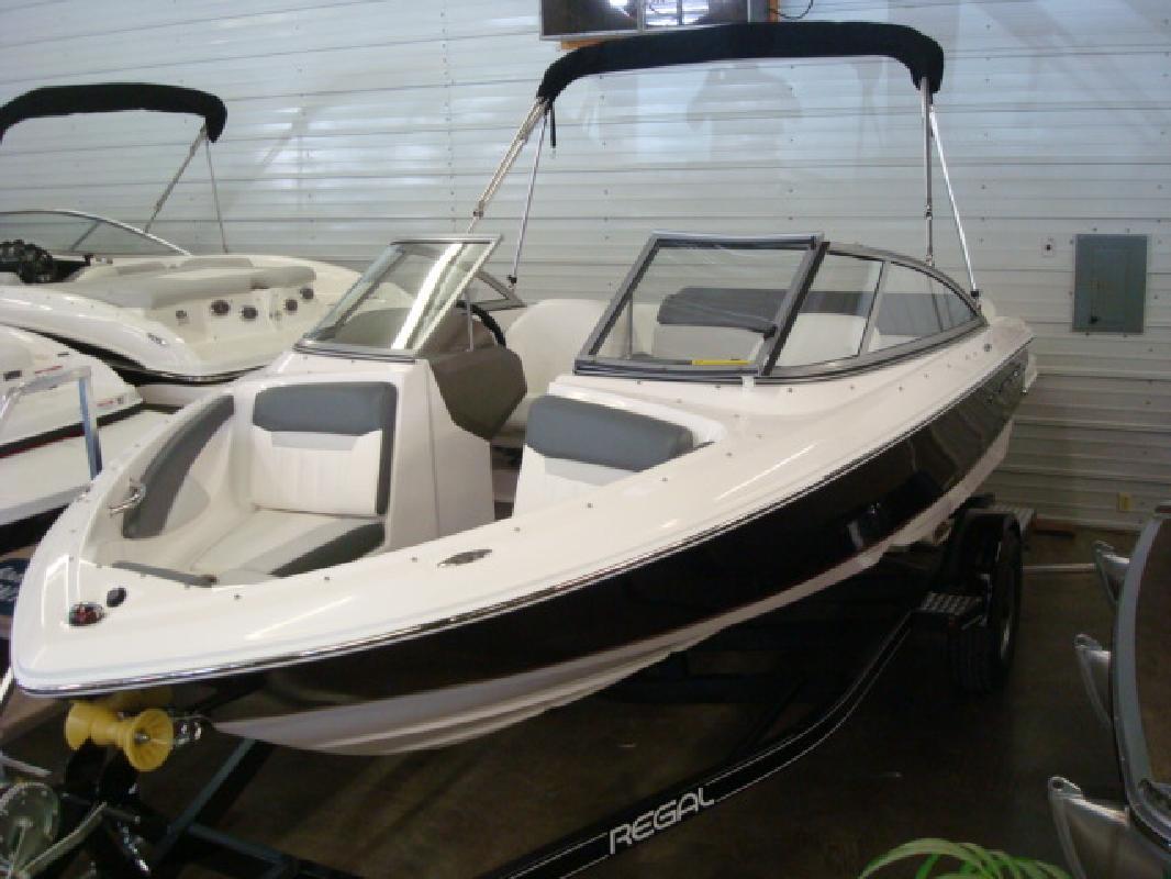 2012 19' Regal Marine Industries Inc sport boat 1900