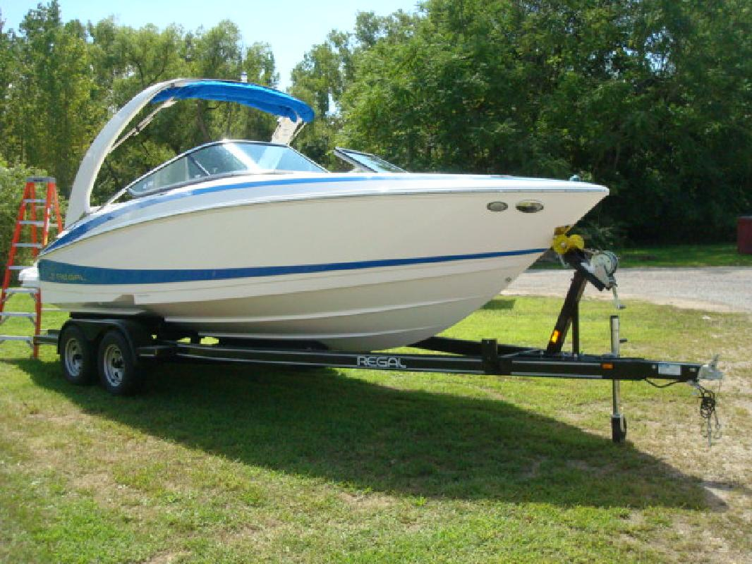 2012 23' Regal Marine Industries Inc sport boat 2300