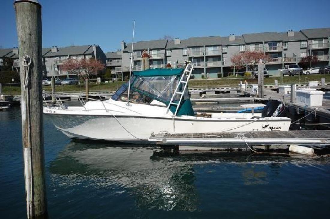 1982 25' Mako Marine International 258 Cuddy