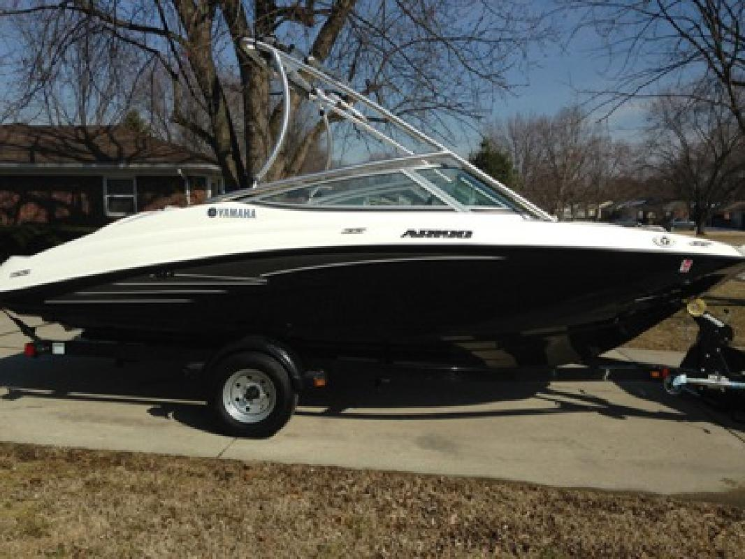 $6,990 2012 Yamaha AR190 wakeboarding - jet boat LOW HOURS