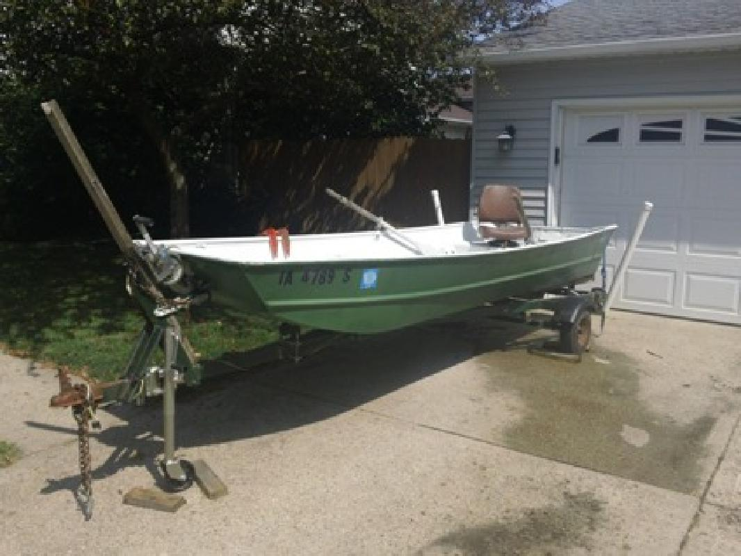 500 obo 14 ft flatbottom jon boat w trailer for sale in for Fishing boats for sale in iowa