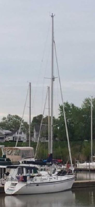 $44,500 1988 37.5? Hunter Legend Sail Boat