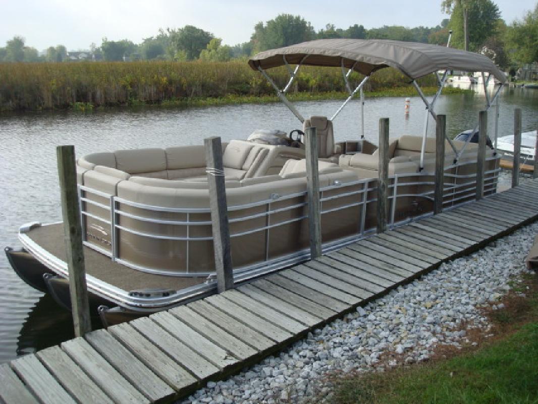 2012 25' Bennington Marine LLC pontoon 2550RCL