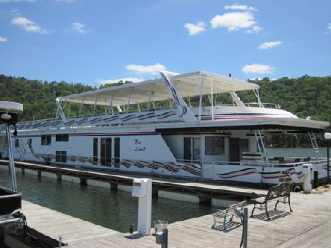 $596,000 2004 110' Sumerset Luxury Custom Houseboat