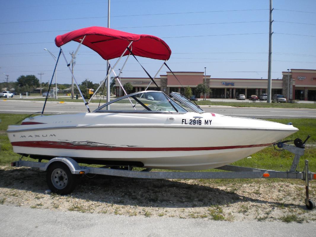 2005 18' Maxum-U.S. Marine 1800