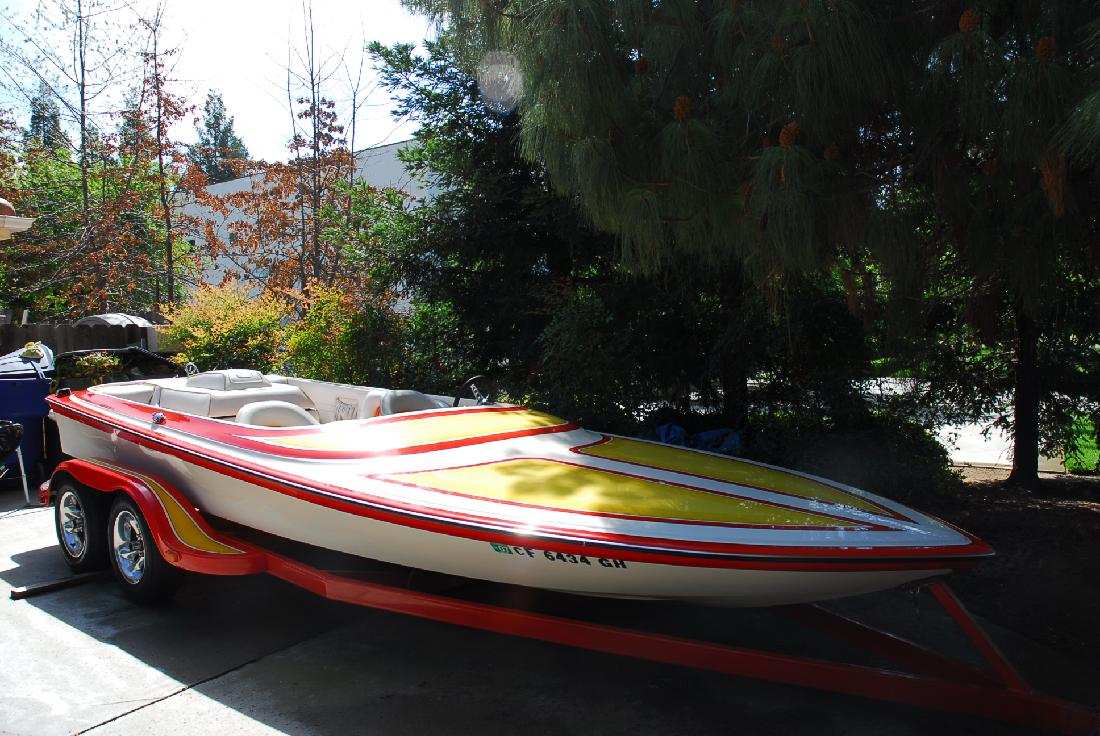 1990 20' Miller Marine mini cruiser
