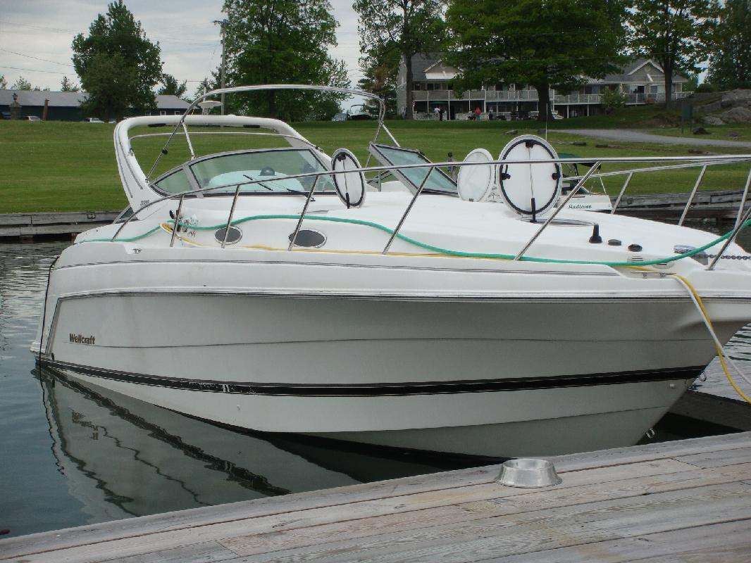 2000 30' Wellcraft Martinique 3000 in Alexandria Bay, New York