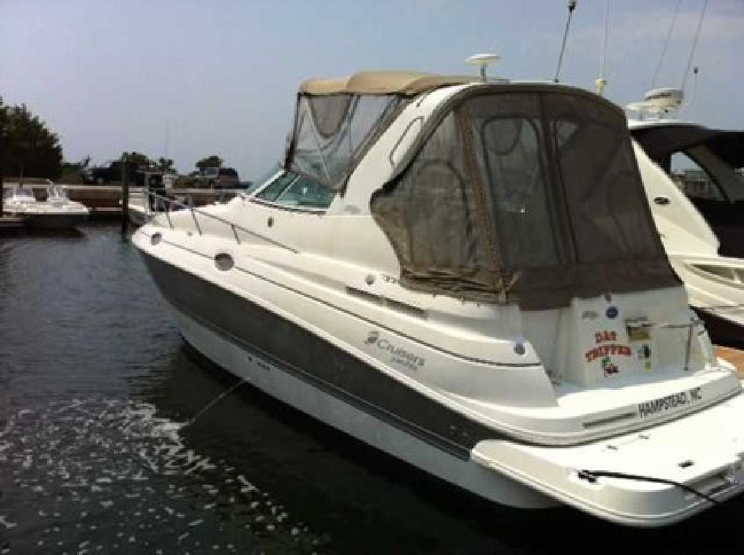 $58,500 2006 Cruisers Yachts (ONLY 65 HOURS!)