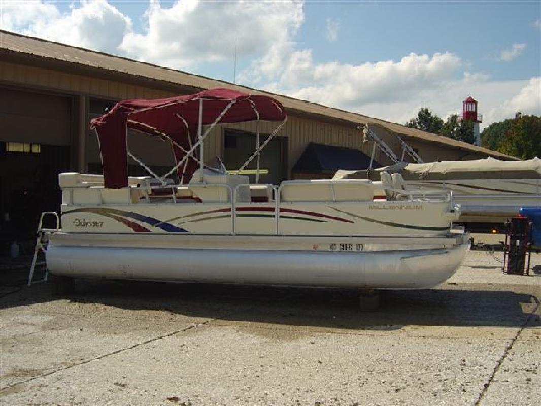 Pontoon Boat: Odyssey Pontoon Boat