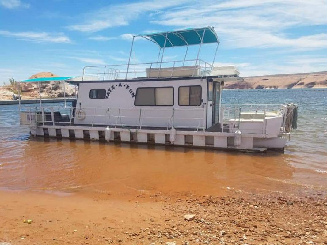 1982 40 x 14 Kayot Pontoon Houseboat in Southern, UT