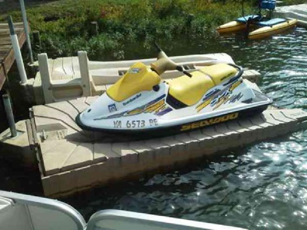 $950 shore master floating pwc dock (lakeanna) for sale in