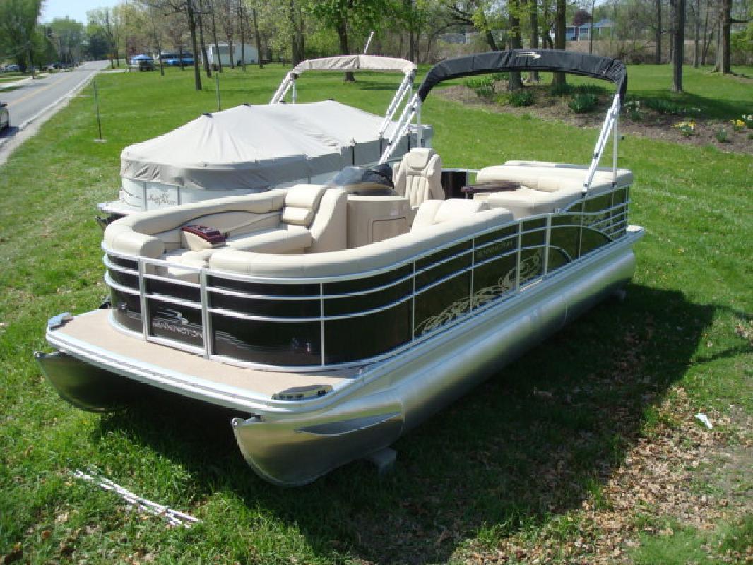 2010 24' Bennington Marine LLC Luxury (Q & R Series) 2275RLi