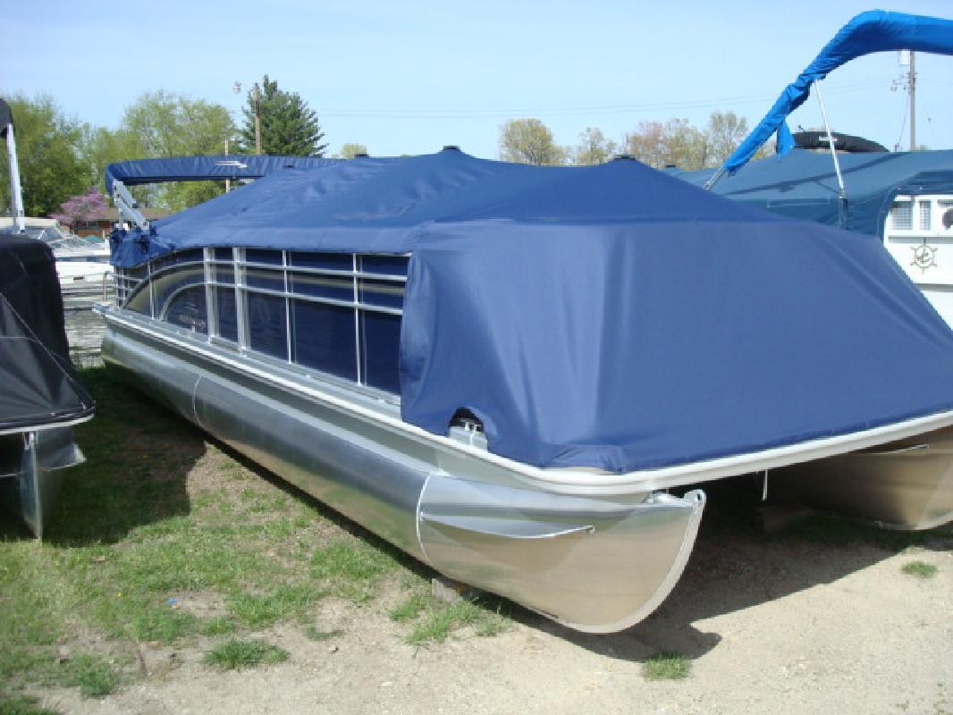 2010 27' Bennington Marine LLC Luxury (Q & R Series) 2575RLCi
