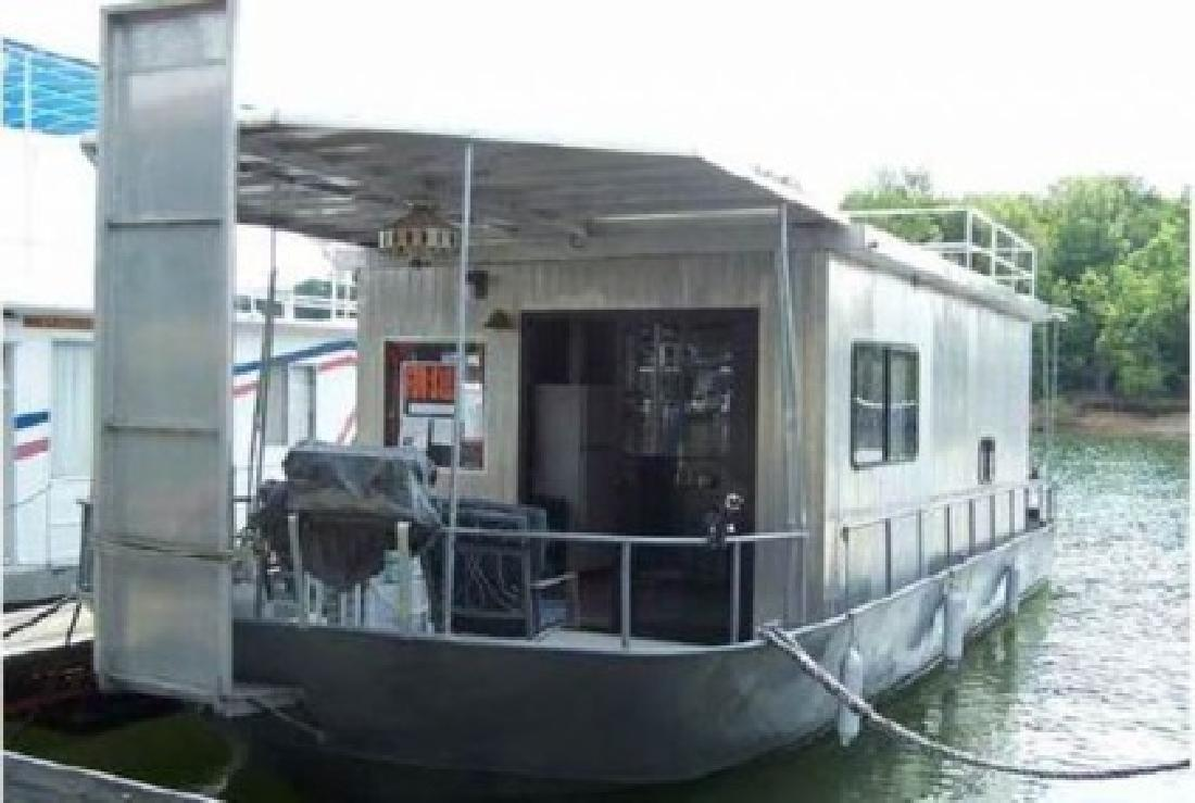 $19,900 1967 River Queen Houseboat