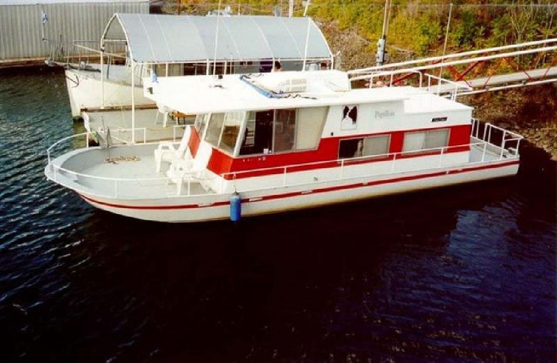 1975 40' Custom River Queen Silver Queen
