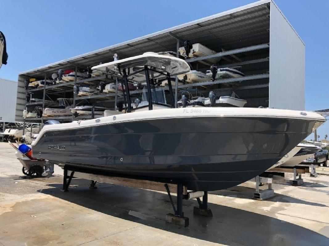2016 - Robalo Boats R242 in Tampa, FL