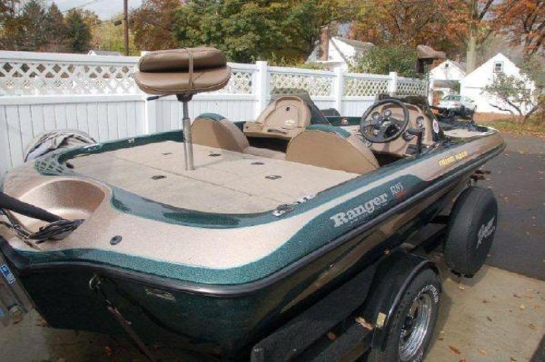 1999 19' Ranger Boats R83 Bass Boat