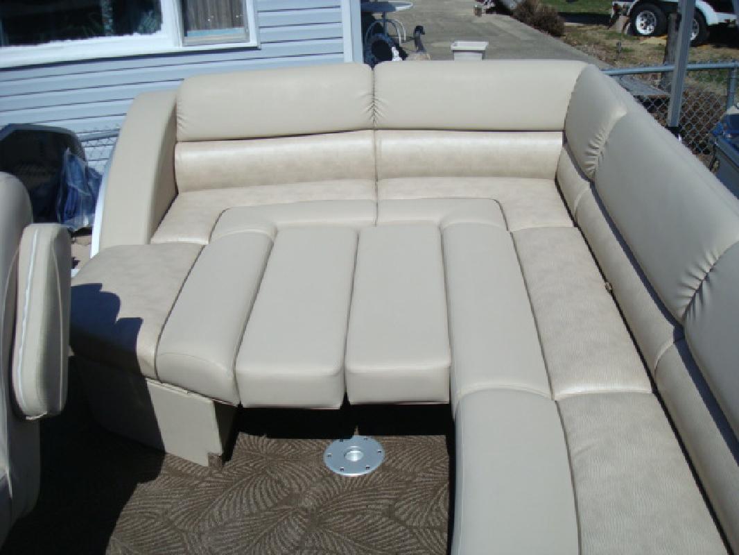 2011 27' Bennington Marine LLC R Series 2550 RCL