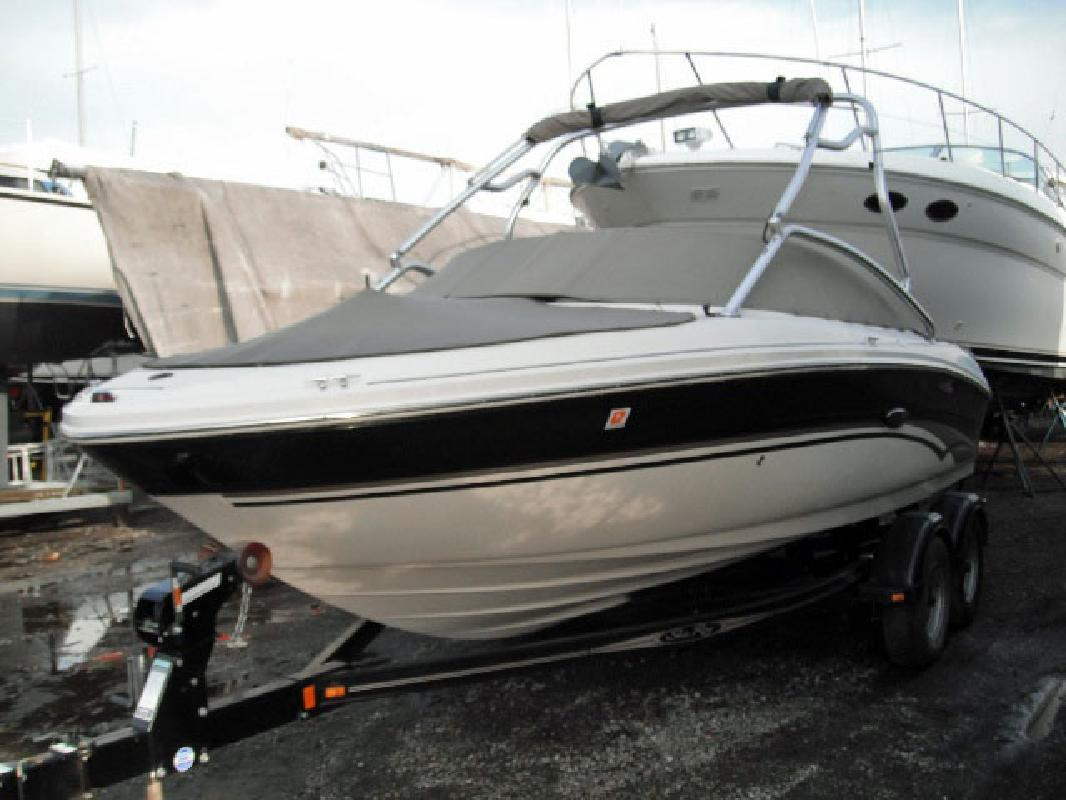 2003 20' Sea Ray 200 Sundeck in Cleveland, Ohio