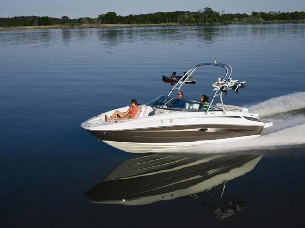 2010 24' Sea Ray 230 SUNDECK