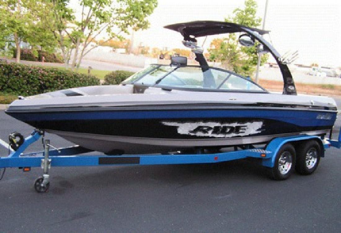 $6,500 OBO 2007 MALIBU V Ride Wakeboard boat